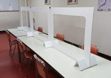 飛沫防止パーテーション食堂使用例(ヨコ置き)